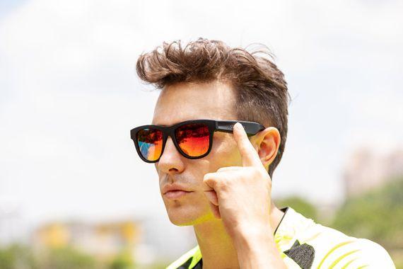 Connection l'occhiale da sole con bluetooth